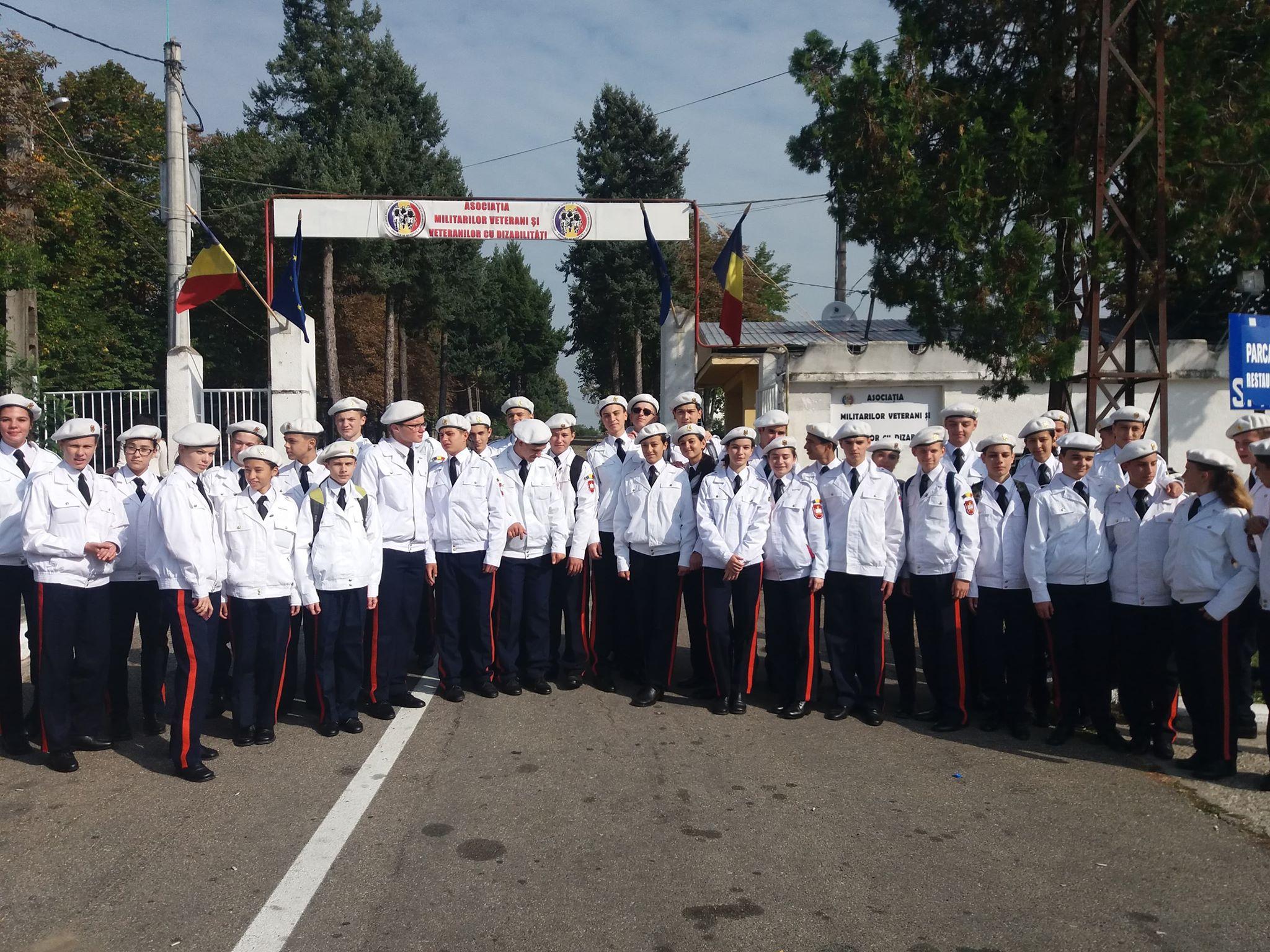 """Elevii de la Colegiul Național Militar ,,Dimitrie Cantemir"""", impresionați de vizita la Centrul de Recuperare și Refacere a Veteranilor de lângă Mănăstirea Dealu"""